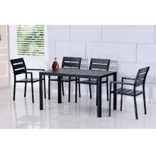 GURDUK 1+4  ebédlő bútor szett imitált fával fekete színbe.